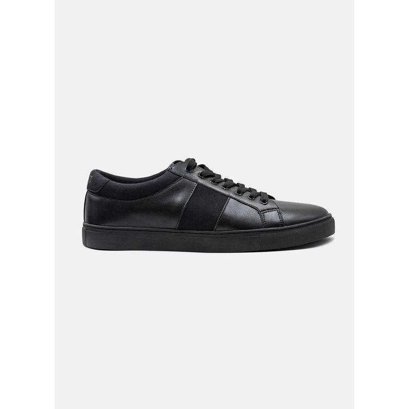 Calzado--Accesorios-Color-Negro-Marca-Vermonti.-Composicion---