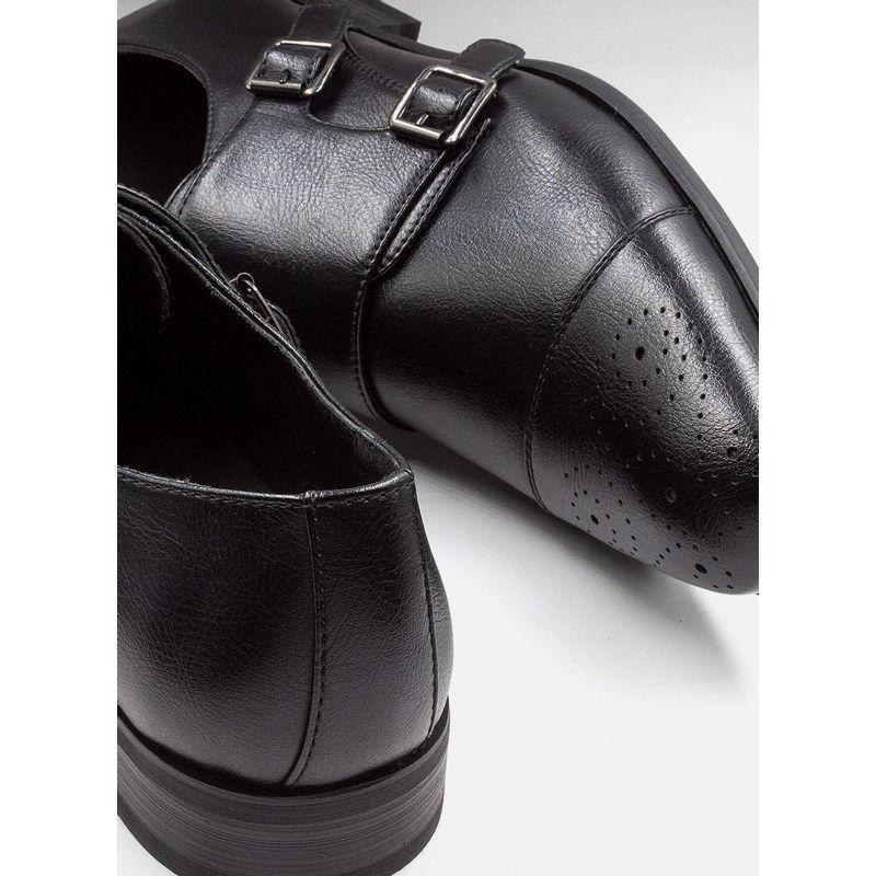 Calzado-Accesorios-Color-Negro-Marca-Cadini.-Composicion-